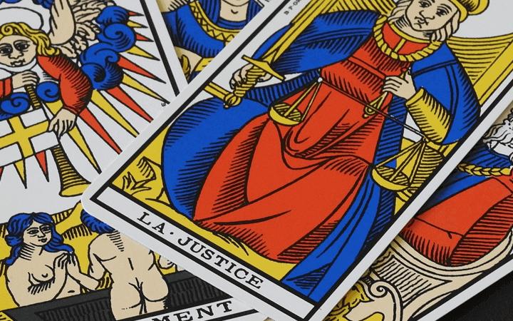 タロットカードの選び方と購入方法